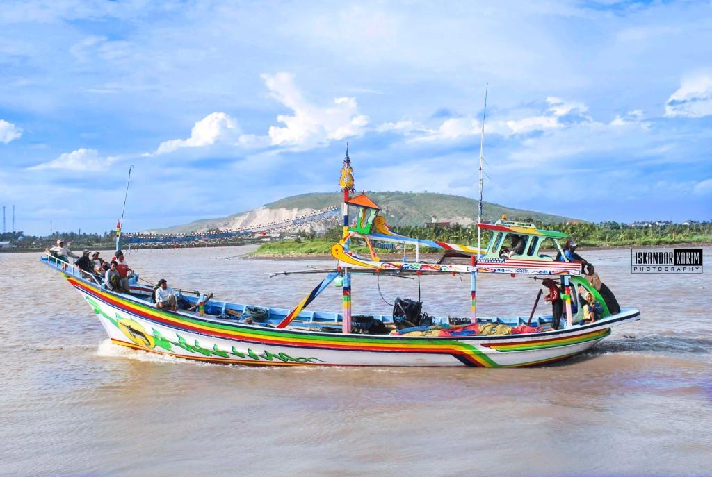 sebuah perahu nelayan puger